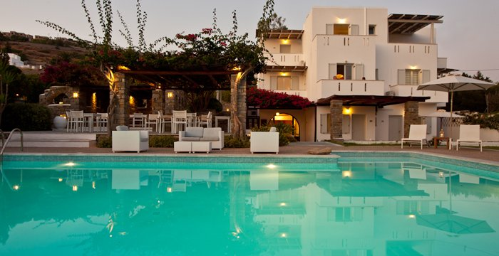 cheap hotel with swimming pool in Paros